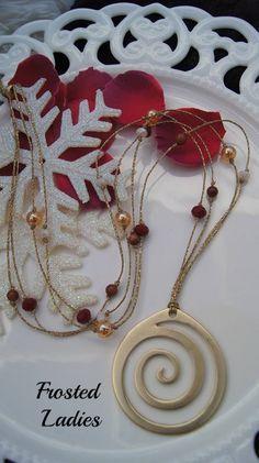 ❤Life Χειροποίητο κολιέ φτιαγμένο με Κεροκλωστή, ημιπολύτιμη πέτρα Χρυσόλιθου, ΑΒ gold beads , κρύσταλλα Τσεχίας και mat gold στοιχείο 55 mm x 50 mm . Γυναικεία Κοσμήματα Σε Μεγάλη Ποικιλία.