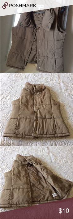 Camel Forever 21 Puffy Vest Puffy vest with pockets and snap buttons - Good with leggings and boots Forever 21 Jackets & Coats Vests
