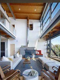 mezzanine moderne salon design blanc et gris avec chaises en bois - Salon Moderne Bois