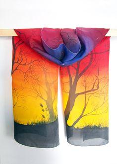 Foulard en soie coucher de soleil est une écharpe de naturel riche soie Habotai moyen de peint à la main. Ce superbe longues écharpes est prêt à aller! Orné d'arbres écharpe est une partie d'un accessoire audacieux et unique pour les femmes.  Ce foulard en soie sera peint spécialement pour vous avec un paysage d'arbres au crépuscule. Il me faudra 10-14 jours pour peindre cette écharpe pour vous. Comme je ne trace pas mes photos, le foulard que vous recevez sera différent de celui sur la…