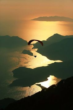 Paragliding at sunset in Ölüdeniz - Fethiye, Turkey. Adventure Awaits, Adventure Travel, Radical Sports, The Places Youll Go, Places To See, Beautiful World, Beautiful Places, Beautiful Scenery, Asa Delta