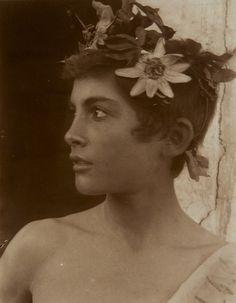 "oorequiemoo: ""fille sicilienne avec une couronne de passion flowers.ca 1900 Photographie: Wilhelm Von Gloeden"""
