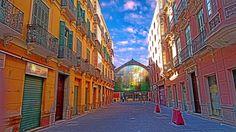 Vidriera del mercado de Atarazanas desde calle Olozaga de Málaga