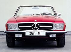 Mercedes-Benz SL 350 R107 front view