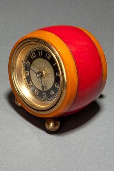 1930's Catalin Art Deco Clock by New Haven.  Super Cool!