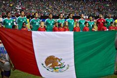 La Selección Nacional en la ceremonia de Himnos antes de comenzar el partido vs Trinidad y Tobago