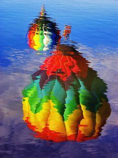 rainbow reflection of hot air balloons Reflection Photography, Amazing Photography, Art Photography, Reflection Photos, Balloon Rides, Hot Air Balloon, Water Balloons, Photos Du, Cool Photos