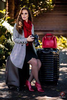 O Xadrez Príncipe de Gales é o must have da estação, com bota vermelha são tendencia certeira. Coleção Moda Feminina Outono Inverno 2018.