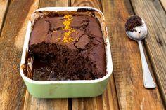Το απόλυτο κέικ με ρευστή σοκολάτα από τον Τάσο Αντωνίου. Το πιο ζουμερό κέικ με υγρή σοκολάτα, ιδανικό κέρασμα για τον καφέ. Η σοκολάτα παραμένει ρευστή ακόμη κι όταν κρυώσει το κέικ! Cake Bars, Desert Recipes, Sweet Life, Biscuits, Deserts, Food And Drink, Pudding, Sweets, Chocolate