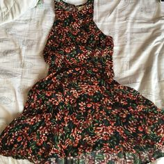 Tropical High-neck Dress Super cute Summer/Spring dress! Worn a few times, light material so it's good for layering or warmer days 🌞 Hollister Dresses
