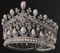 Tiara Mania: Empress Alexandra Feodorovna of Russia's Diadem of Ancient Pearls Royal Crowns, Royal Tiaras, Tiaras And Crowns, Royal Crown Jewels, Alexandra Feodorovna, Bling, Family Jewels, Royal Jewelry, Circlet