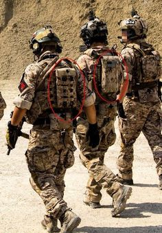 Find out how survivalists are loading up on the best survival gears almost for free. Special Forces Gear, Military Special Forces, Military Police, Usmc, Armas Airsoft, Best Survival Gear, Tactical Gear, Airsoft Gear, Tactical Equipment