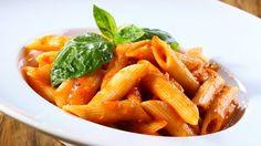 La Carbonara? Con rigatoni o spaghetti. I sughi di mare prediligono i formati lisci. E guai ad abbinare gli ziti e i sedanini con un aglio olio e peperoncino.