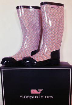 Omg! Vineyard Vines rain boots :D