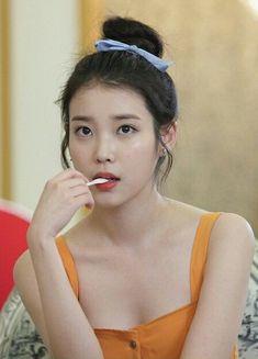 10 Times IU Shows Off Her Beautiful Shoulders! Korean Beauty, Asian Beauty, Iu Twitter, Korean Girl, Asian Girl, Kim Chungha, Beauty Tips For Women, Iu Fashion, K Idol