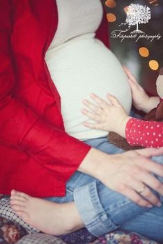 ahhhhh! love this maternity pose with sibling! by sonja