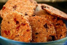 Biscuiti integrali de casa, o reteta de post Great Recipes, Favorite Recipes, Healthy Recipes, Healthy Food, Food Humor, Foods To Eat, Pinterest Recipes, Raw Vegan, Biscotti