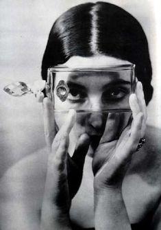 Alexander Rodchenko :: Portrait au flacon / Portrait with bottle, ca. 1930