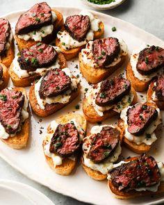 Best Appetizers, Appetizer Recipes, Steak Appetizers, Appetizer Dinner, Beef Recipes, Cooking Recipes, Crostini, Bruschetta, How To Cook Steak