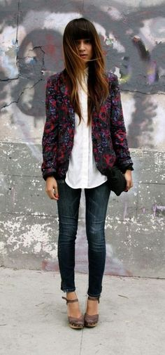 1c4107f80e8 street style. printed jacket. skinny jeans. Moda Étnica