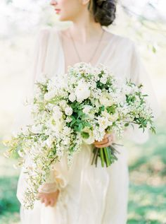Fresh White and Green Bouquet for a Vintage Garden Bride | Brancoprata Photography | http://heyweddinglady.com/20-bouquets-spring-garden-wedding/