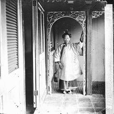 およそ150年前の中国(清朝)を撮影したモノクロ・ビンテージ写真 > 広東人の女性(広東省広州市、1869年〜1870年)