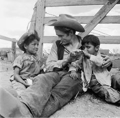 The 1956 film Giant was nominated for 10 Academy Awards and won a Best Director Oscar for George Stevens. Above, James Dean sits on set with Robert Marquez, left, and Joe Vasquez of Marfa, Texas. Hollywood Stars, Classic Hollywood, Old Hollywood, James Dean Photos, Films Cinema, Jimmy Dean, Jimmy Jimmy, East Of Eden, Actor James