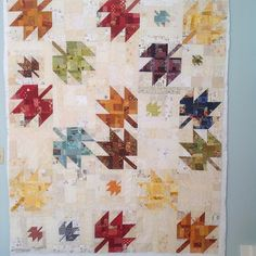 I've had a thing for maple leaf quilts for quite awhile now. I've even made a couple, Judy Martins' book, Cookie and Quilts . Colchas Quilting, Quilting Projects, Quilting Designs, Sewing Projects, Modern Quilting, Quilt Modern, Sewing Tips, Sewing Ideas, Craft Projects