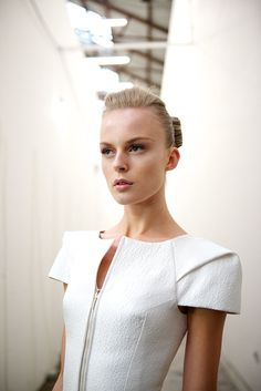 structured shoulders // zipper front