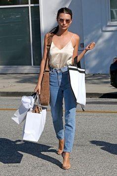 Model-off-Duty-Style: LOW-cooler Look von Snag Emily Ratajkowski (Le Fashion) Street Art Trend 2019 Fashion Models, Look Fashion, Fashion Outfits, Fashion Trends, Fasion, Womens Fashion, Model Outfits, Modern Fashion, Paris Fashion