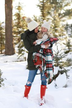 family photo outfits A Summertime Dress Winter Family Pictures, Winter Pictures, Photo Christmas Tree, Family Christmas Photos, Christmas Signs, Diy Christmas, Christmas Cookies, Xmas, Winter Family Photography