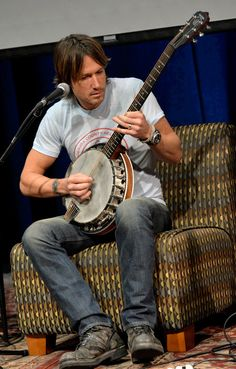 Hey Keith, you're almost as good as my Daddy on the banjo.....ALMOST..... ♥