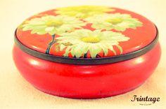 Uma bonita lata antiga com motivos florais...