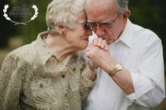 You will find that photography is a better photographer. Take your pictures quickly. Older Couple Poses, Older Couples, Mature Couples, Couple Posing, Fit Couples, Old Couple Photography, Photography Poses, Wedding Photography, Free Photography