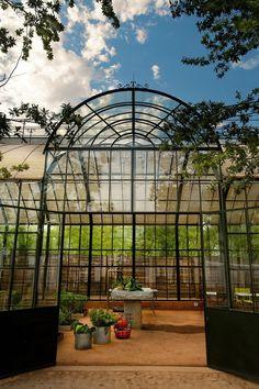 View the full picture gallery of Babylonstoren Greenhouse Restaurant, Greenhouse Effect, Picnic Style, Dream Studio, Greenhouse Gardening, Unique Gardens, Garden Structures, Growing Plants, Dream Garden