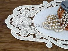Freestanding lace Rose Doily - detail