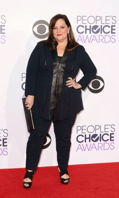 Melissa McCarthy was (almost) all business at the People's Choice Awards in a black pantsuit and sandals. (Photo: Paul Buck/European Pressphoto Agency)