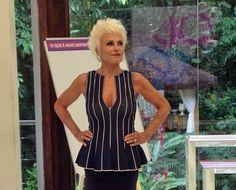 Ana Maria Braga mostra boa forma e arrasa com um belo decote no 'Mais Você'.