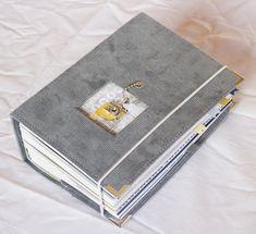 """Mini album """"Paris"""" - Un peu de Scrap, un peu de photos, un peu de moi... Mini Album Scrap, Mini Albums Scrapbook, Photo Album Scrapbooking, Scrapbook Layouts, Laura Lee, Scrapbooking Technique, Minis, Travel Journal Scrapbook, Travel Album"""