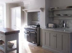 We love the mix of our Real Shaker and Classic English furniture in this beautiful deVOL Kitchen.