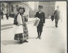 33 Everyday Street Scenes From Late 1800s New York City.  Newspaper boy and girl.