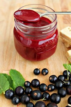 Blackcurrant curd - make your own fruit curd from freshly picked blackcurrants!
