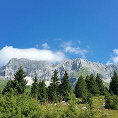Reposting @shellondebeach: Loving the fresh clean air in Austria😊💗🌲🌳🌿 #view #views #mountains #nature #majestic #naturephotography #trees #green #beautiful #cleanair #clean #freshair