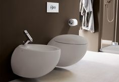 Il Bagno Alessi One sanitaryware from Laufen is available in white or warm grey. The WC and bidet feature soft, organic curves and the dual-flush cistern uses just 6 or 3 litres of water. Prices are from for the wall-hung bidet and for the wall-hung WC. Bathroom Suppliers, Traditional Toilets, Wall Mounted Toilet, Toilet Design, Alessi, Wet Rooms, Bathroom Inspiration, Loft Bathroom, Design Bathroom