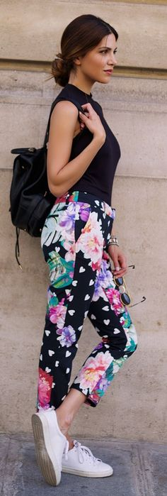 Black sleeveless top, floral print pants, black bag, sneakers. Street summer casual women fashion outfit clothing style apparel @roressclothes closet ideas