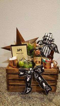 Moscow Mule Christmas basket vodka limes, ginger beer old fashioned ginger ale. Mint plant, copper mugs, peanuts, candied almonds, and caramel corn.and an Old rusted star