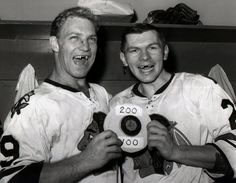 Bobby Hull and Stan Makita sans front teeth