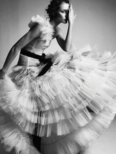 """rebelheartscouture: """"Valentino Haute Couture tulle and diamond gown, photographed by Greg Kadel for NYT Style Magazine, November """" White Fashion, Look Fashion, Fashion Models, Dress Fashion, Fashion Art, Fashion Quiz, 2000s Fashion, Fashion Tips, Beauty Fotos"""