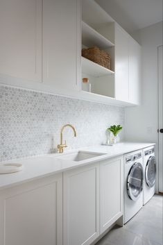 Julia & Sasha share kitchen, mudroom and laundry – The Interiors Addict - Modern Modern Laundry Rooms, Laundry Room Layouts, Laundry Room Organization, Laundry In Bathroom, Laundry Decor, Laundry Storage, Laundry In Kitchen, Pantry Laundry Room, Basement Laundry