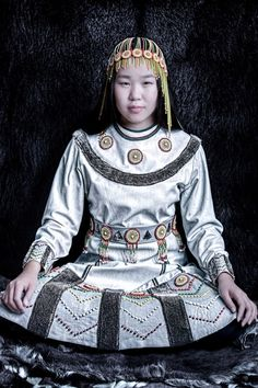 Interview: Rare Portraits Immortalize Siberia's Indigenous People in Danger of Extinction We Are The World, People Around The World, Folk Costume, Costumes, Costume Ethnique, Siberia, Tres Belle Photo, Interview, Elizabeth Taylor